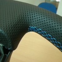 Impreza STI 05-07 - thicker Black perforated leather + blue cente stripe at 12 o'clock, blue 1318 Stitching 2