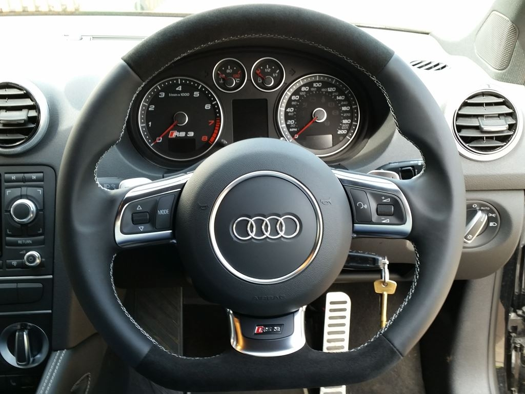 Rs With Paddles Nappa Leather Sides Black Alcantara Topbottom Silver Stitching on Audi R8 Black