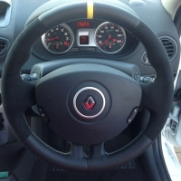 Clio 197,200 sport- Black alcantara 9040 on sides , Smooth leathe top-bottom + Yellow leather marker at 12 o'clock, silver 412 stitching 1
