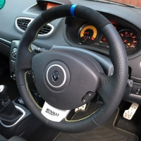 Clio 3 RS 200 - Perforated leather on sides, Smooth bottom, Alcantara only on top section + Blue centre stripe at 12 o'clock, Yellow stitching 1