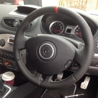 Clio sport 197 - Perforated leather on sides, Smooth top bottom + Red marker at 12 o'clock, silver stitching - OEM Style 2