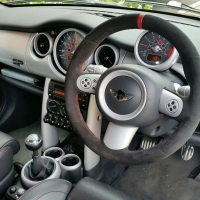 Mini R53 (3-spoke without paddles) – black alcantara 9040 + Red centre band at 12 o'clock, Red stitching